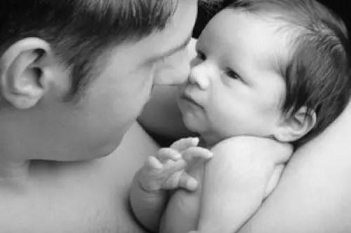 Comment les hommes changent-ils lorsqu'ils deviennent pères ?