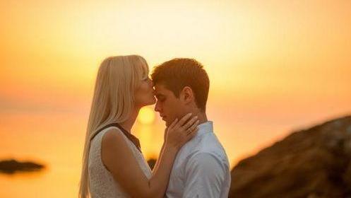 Le pouvoir exaltant et curatif du baiser du troisième œil