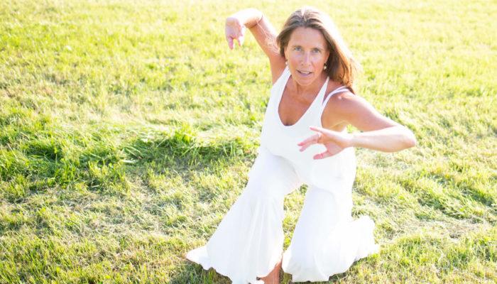Amara Pagano pratique hebdomadaire de danse consciente azul en ligne