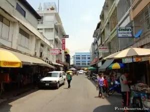 Ratchadamnoen 2, home of Nett Hotel and street food stands.