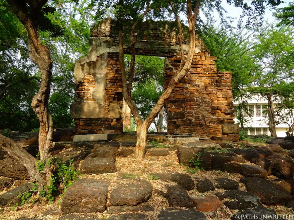 The ruined, much younger Thai temple on top of the Khmer base.