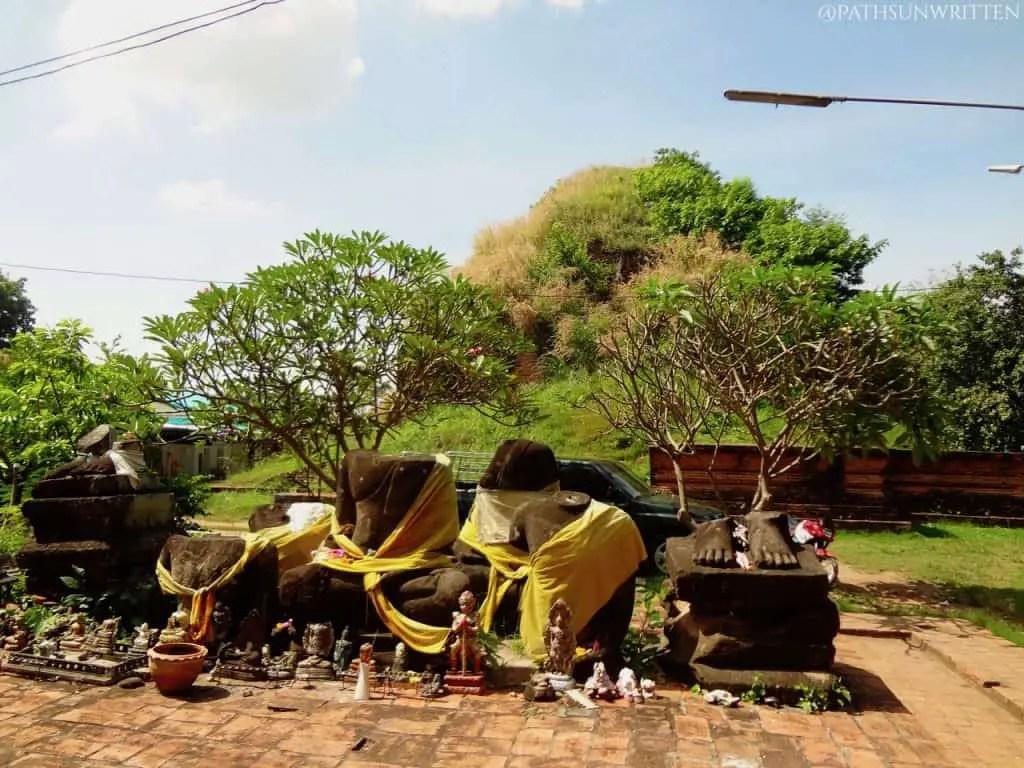 The Buddha figures to the east of Wat Kakhon Kosa.