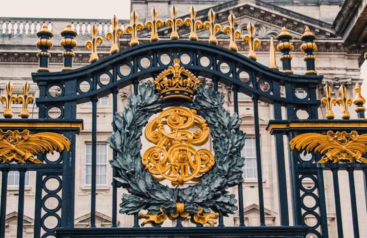 close up of gate of buckingham palace