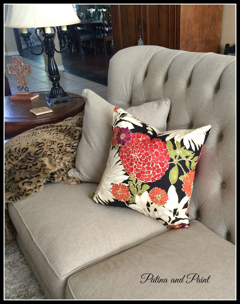 8 Easy Steps to Sewing a Pillow Cover With a Zipper!