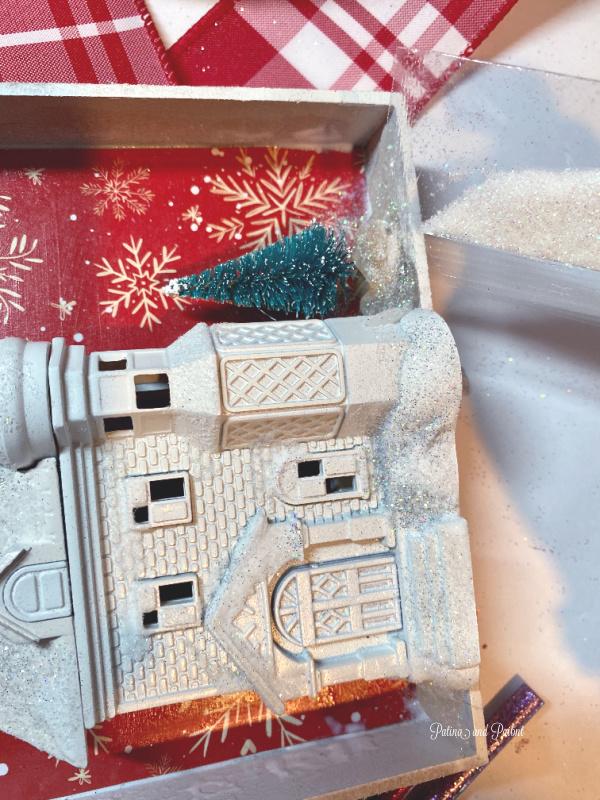 white house, tree, box