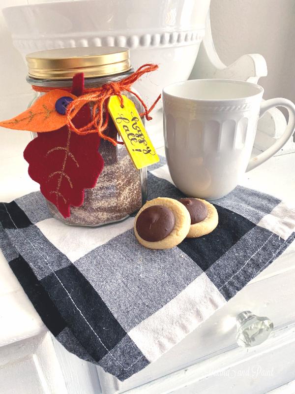 spiced tea, mug, cookies