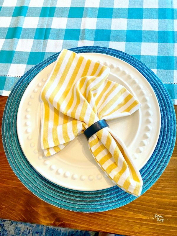yellow napkin