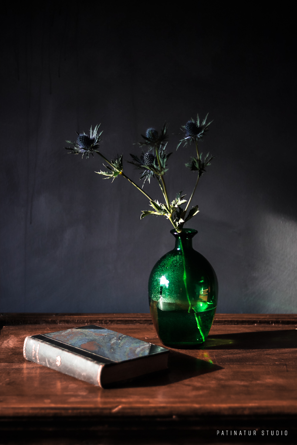 Photo Art | Dark and moody still life with objects in green and blue