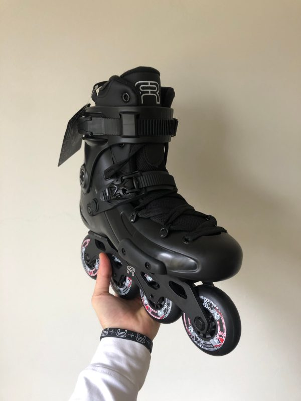 showroom fr3 80 black patines.pe 1