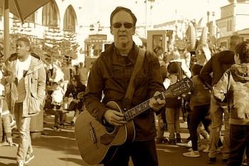 Bill Tolson singer / songwriter at Luna Park St Kilda image by Kerrie Pacholli © pationpics.com