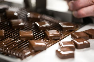 גנאש על מסוע השוקולד צילום: איתיאל ציון לדנון
