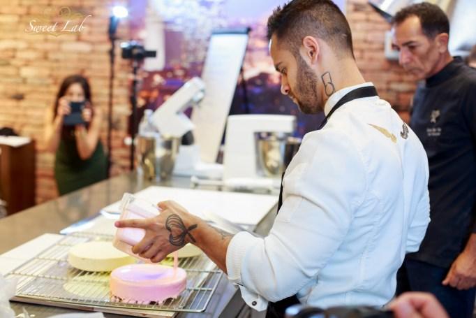 Pink - העוגה בתהליך ההכנה, לפני קרות התקלה. צילום: ג׳ני גפטר