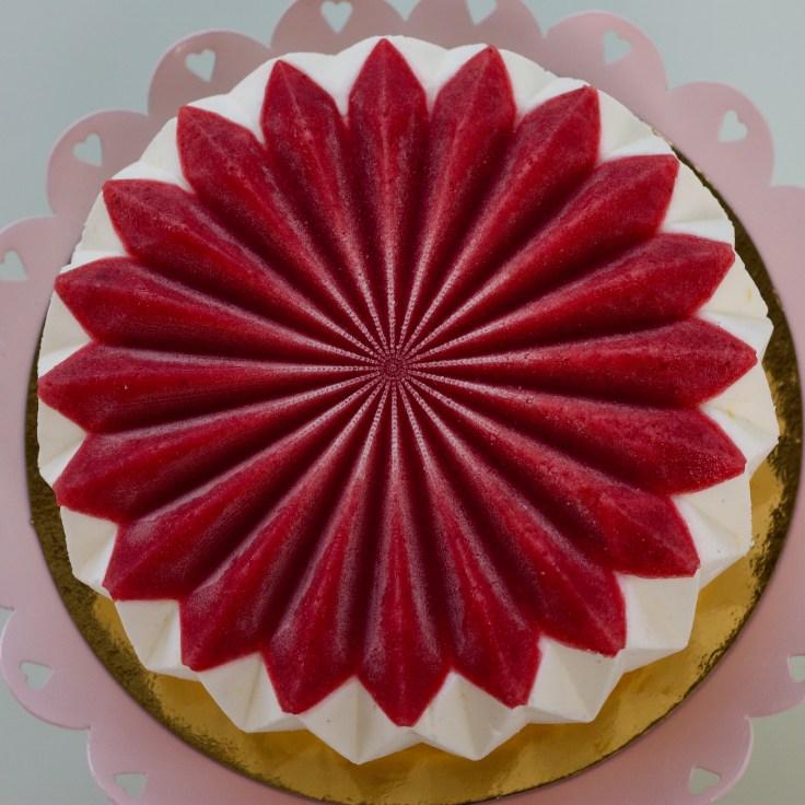 עוגת גבינה עם ג׳לי תות