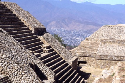 Oax Monte alban stairs