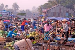 Cantho Vietnam floating market boat scrum