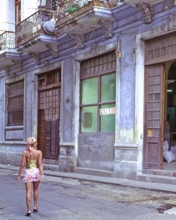 Woman Poised, Havana