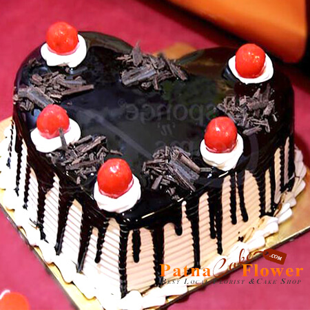 order-online-heart-shape-black-forest-cake-3