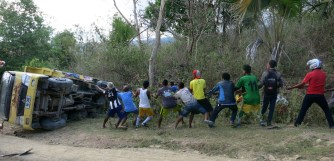 The locals enter into a tug-of-war with the truck. Result: Truck = 1, locals = O.