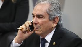 Brasília - O senador Raimundo Lira, durante sessão da Comissão do Especial do Impeachment do Senado que aprovou o relatório favorável ao prosseguimento do processo e ao julgamento da presidenta afastada Dilma Rouss