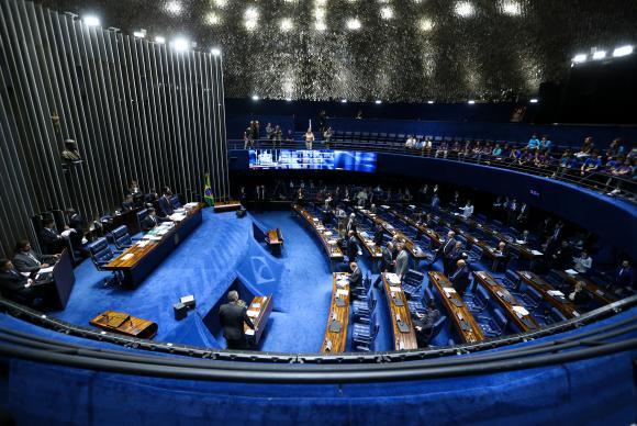 Brasília - Senado realiza sessão para votar o PL 23/2017, que institui o Programa Especial de Regularização Tributária, o novo Refis; e itens da reforma política (Marcelo Camargo/Agência Brasil)