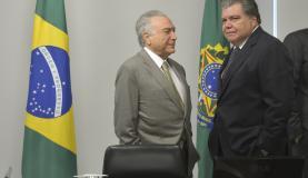 Brasília - O presidente interino Michel Temer e o ministro do Meio Ambiente, Sarney Filho, durante reunião com ministros do núcleo de infraestrutura, no Palácio do Planalto (José Cruz/Agência Brasil)