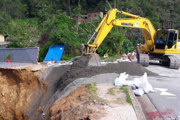 Cratera na BR-040 será preenchida com 2,5 mil toneladas de pó de pedra