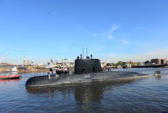 imagem de arquivo do submarino no mar
