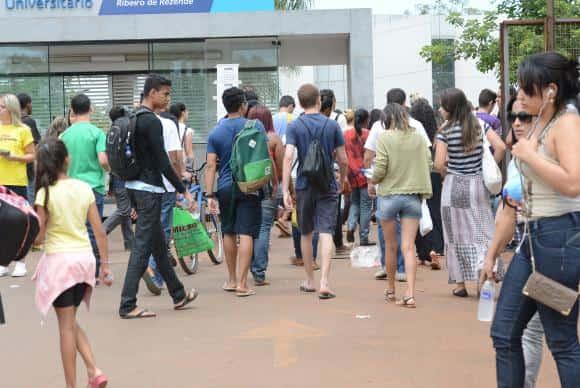 Candidatos chegam para o 2 Dia de prova do Enem (Elza Fiuza/Agência Brasil)