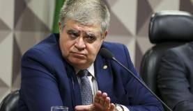 Brasília - O deputado Carlos Marun durante nova sessão da Comissão Parlamentar Mista de Inquérito (CPMI) da JBS para análise do relatório apresentado ontem (12). (Marcelo Camargo/Agência Brasil)