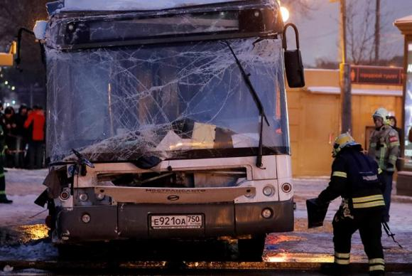 Ônibus invade calçada e mata pessoas em Moscou - Foto EFE/EPA/SERGEI ILNITSKY