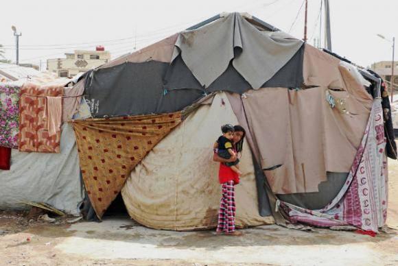 Famílias em tendas em acampamento para refugiados Bagdá, no Iraque.