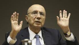 Brasília - Ministro da Fazenda, Henrique Meirelles, durante coletiva sobre o rebaixamento da nota do Brasil pela agência S&P (Fabio Rodrigues Pozzebom/Agência Brasil)
