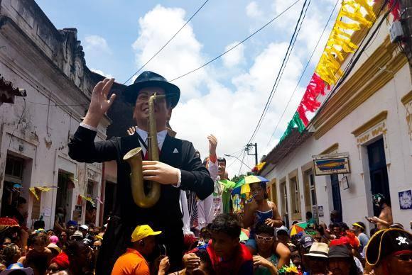 Olinda (PE) - Bonecos gigantes, tradição do carnaval pernambucano, desfilaram pelas ruas da cidade (Sumaia Villela/Agência Brasil)