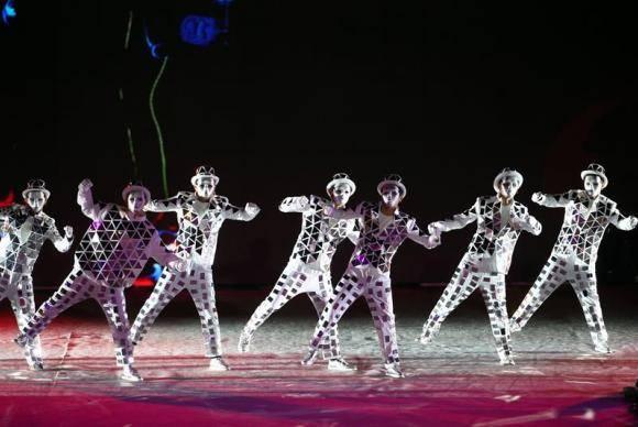 Em Pequim, na China, um show animou a chegada de 2018 no portão Yongdingmen