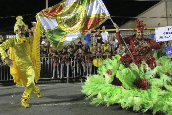 Rio de Janeiro - Escolas de samba do Grupo D abriram os desfiles na Avenida Intendente Magalhães (Vladimir Platonow/Agência Brasil)