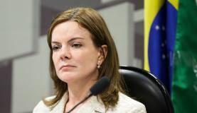 Brasília - A presidente da Comissão de Assuntos Econômicos do Senado, Gleisi Hoffmann, durante audiência para debater a Proposta de Emenda à Constituição que limita os gastos públicos (Marcelo Camargo/Agência Brasil)