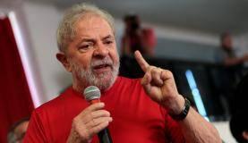 Ex-presidente Luiz Inácio Lula da Silva discursa no Sindicato dos Metalúrgicos do ABC, em São Bernardo do Campo, onde acompanha julgamento de recurso contra condenação no caso triplex do Guarujá (Reuters/Leonardo