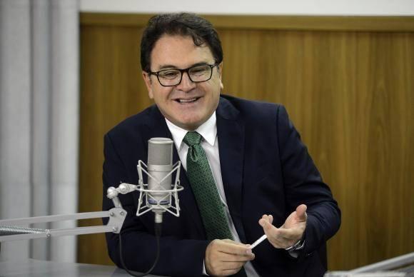 Brasília - O presidente da Embratur, Vinicios lummertz, dá entrevista ao programa Brasil em Pauta, nos estúdios das rádios EBC. (José Cruz/Agência Brasil)