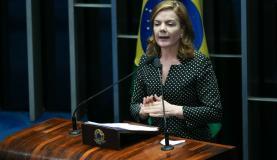 Brasília - A senadora Gleisi Hoffmann participa da primeira sessão de discussão da PEC 55/2016, que limita gastos públicos (Fábio Rodrigues Pozzebom/Agência Brasil)