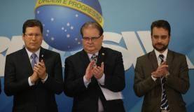 Brasília - Posse do novo presidente da Comissão de Ética Pública da Presidência da República, Luiz Navarro (centro), no Palácio do Planalto (Fabio Rodrigues Pozzebom/Agência Brasil)