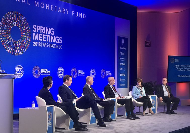 Presidente do Banco Central, Ilan Goldfajn (dir), participa de painel no FMI