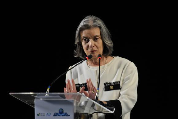 Brasília - A presidente do STF, ministra Cármen Lúcia, discursa na abertura do seminário AGU 25 anos (Fabio Rodrigues Pozzebom/Agência Brasil)