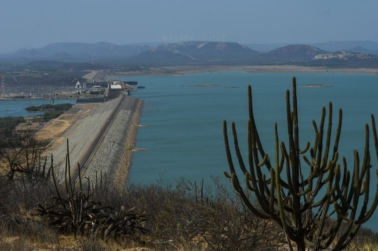 Sobradinho - A Usina Hidrelétrica de Sobradinho tem capacidade total de 1050 megawatts, mas com a falta de água só tem sido possível gerar cerca de 160 megawatts (Marcello Casal Jr/Agência Brasil)