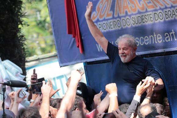 O ex-presidente Luiz Inácio Lula da Silva faz primeiro discurso após ordem de prisão expedida pelo juiz Sérgio Moro. Reuters/Leonardo Benassatto/Direitos Reservados