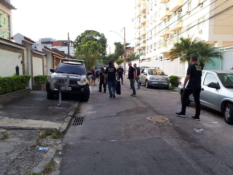 Operação da Polícia Federal no Rio contra fraudes no INSS