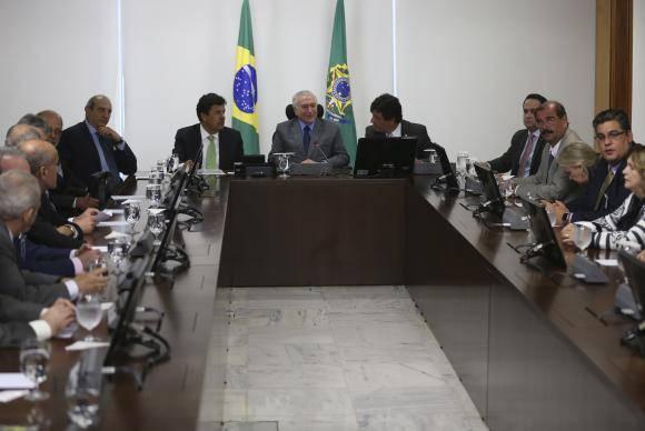 Brasília - O presidente Michel Temer e o ministro da Educação, Mendonça Filho, apresentam novas regras para a oferta de cursos de graduação em Medicina (José Cruz/Agência Brasil)