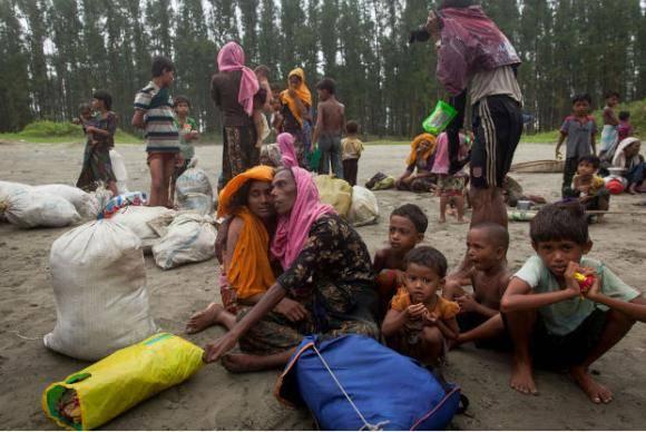 Refugiados rohingya recém-chegados ao campo de Cox s Bazar, em Bangladesh