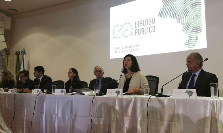 A procuradora-geral da República (PGR), Raquel Dodge fala durante diálogo público, promovido pelo TCU, para discutir os possíveis impactos e consequências do Projeto de Lei 7448/2017 sobre as ações de controle.