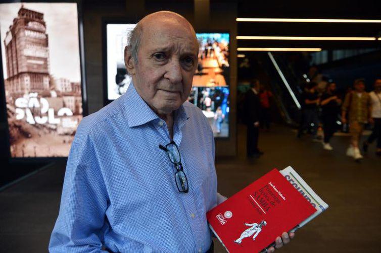 O lançamento contou com a presença do autor, que acaba de completar 90 anos