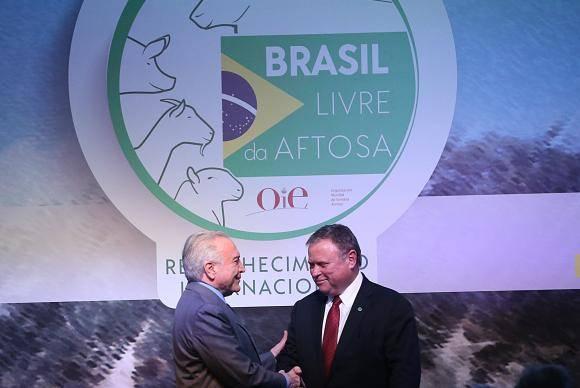 Brasília - O presidente Michel Temer e o ministro da Agricultura, Blairo Maggi, participam da cerimônia comemorativa da erradicação plena da aftosa no Brasil e do lançamento o selo Brasil Livre da Aftosa (José Cru